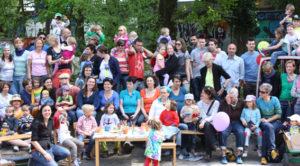 Le Conseil national réclame l'égalité de traitement pour les enfants qui vivent dans une famille arc-en-ciel